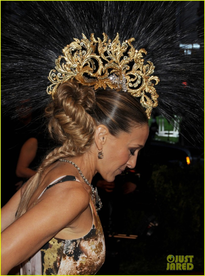 sarah-jessica-parker-met-ball-2013-red-carpet-02